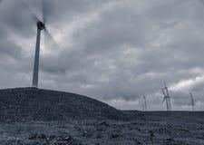 Um giro do moinho de vento e o outro não Imagens de Stock Royalty Free