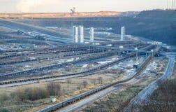 Um grande carv?o marrom aberto - mina moldada do po?o por Garzweiler em Alemanha fotos de stock