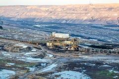 Um grande carv?o marrom aberto - mina moldada do po?o por Garzweiler em Alemanha foto de stock royalty free