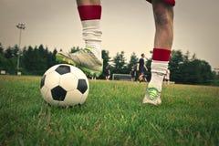 Um grande jogador de futebol imagens de stock royalty free