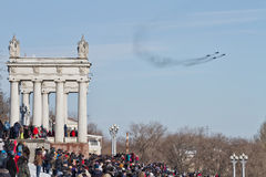 Um grande número povos vieram ao passeio central ver o th Fotografia de Stock Royalty Free