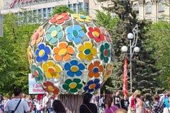 Um grande número turistas podem sobre 9, cruz dos povos a estrada no th Foto de Stock Royalty Free