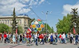 Um grande número turistas podem sobre 9, cruz dos povos a estrada no th Foto de Stock