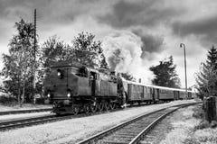 Um grande trem de trabalho velho do vapor imagens de stock