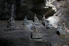 Um grupo das estátuas de pedra no Mt Nokogiri fotografia de stock royalty free
