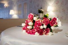 Um grupo das rosas e dos tulips Imagens de Stock Royalty Free