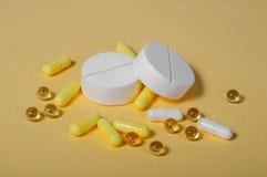 Um grupo de amarelo branco e muito pequeno grande imagem de stock