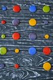 Um grupo de botões de vidro coloridos para a roupa Imagem de Stock