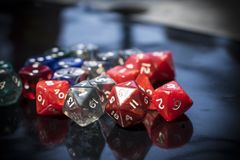 Um grupo de dados coloridos do RPG Fotos de Stock