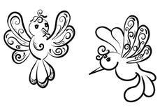 Um grupo de dois pássaros bonitos da fantasia com arabescos fotos de stock
