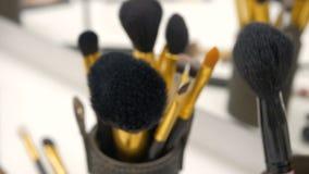 Um grupo de escovas para o close-up da composição Movendo a câmera do foco para a zona do borrão filme