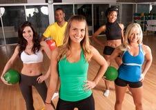 Um grupo de exercício dos amigos Foto de Stock Royalty Free