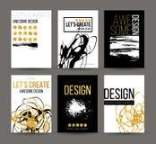 Um grupo de folhetos com elementos desenhados à mão dourados do projeto Vector moldes do folheto, cartazes, insetos, tipo dourado Fotos de Stock