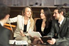 Um grupo de homens de negócios bem sucedidos Imagens de Stock Royalty Free