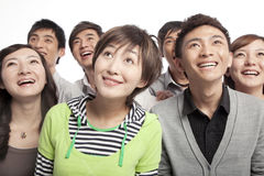 Um grupo de jovens que olham acima no excitamento Fotografia de Stock Royalty Free