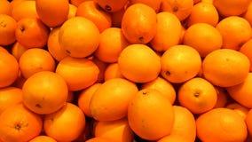 Um grupo de laranjas no supermercado fotografia de stock royalty free