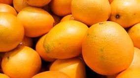 Um grupo de laranjas no supermercado fotografia de stock
