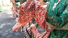 Um grupo de meninas bonitas do dan?arino de Yogyakarta com os trajes Javanese bonitos da dan?a tradicional fotografia de stock