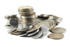 Um grupo de moedas indianas da moeda imagem de stock royalty free