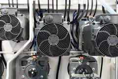 Um grupo de motores bondes poderosos Movimentação elétrica do equipamento industrial Fotos de Stock
