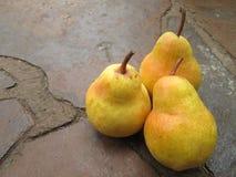 Um grupo de peras amarelas Foto de Stock