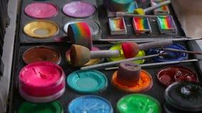 Um grupo de pinturas e de escovas para o aqua video estoque