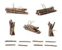 Um grupo de ramos de madeira torcidos com uma corda foto de stock royalty free