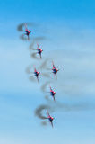 Um grupo de seis aviões de lutador no céu azul com fumo Fotos de Stock Royalty Free