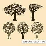 Um grupo de silhuetas das árvores ilustração stock