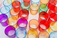 Um grupo de vidros coloridos imagem de stock