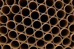 Um grupo do núcleo de papel industrial marrom Muitos núcleos do papel ou tubos de papel Papel de Brown Rolls fotos de stock