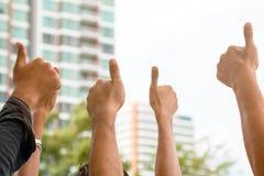 Um grupo do polegar aumentado dos povos Foto de Stock Royalty Free
