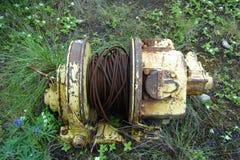 Um guincho hidráulico velho com cabo imagem de stock royalty free