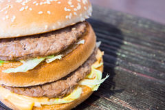 Um hamburguer suculento Imagens de Stock