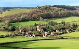 Um Hamlet rural inglês na luz do sol do inverno imagens de stock royalty free