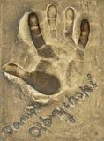 Um handprint e um autógrafo do grande ator polonês Daniel Olbrychski fizeram em uma placa de bronze imagens de stock