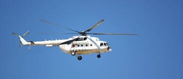 Um helicóptero branco Fotografia de Stock Royalty Free