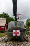 Um helicóptero do modelo 205 de Huey UH-1F na exposição fora do museu do veterano na vila da herança no parque da herança fotografia de stock