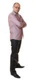Um homem agradável nos vidros, na camisa e nas calças de brim Fotos de Stock Royalty Free