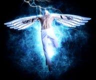 Um homem com as asas no fundo da luz da eletricidade Fotos de Stock Royalty Free