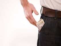 Um homem com dinheiro em seu bolso Imagens de Stock Royalty Free