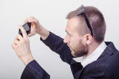 Um homem com telefone Foto de Stock