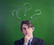 Um homem com uma expressão da questão Foto de Stock