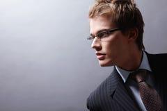 Um homem considerável em um terno Imagens de Stock Royalty Free