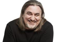 Um homem de meia idade com risos longos do cabelo, close-up Isolado em um fundo branco imagens de stock royalty free