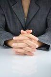 Um homem de negócio com uma mão do fecho a contemplar Imagem de Stock Royalty Free