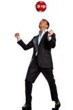 Um homem de negócio que joga a esfera de futebol de mnanipulação Fotos de Stock Royalty Free