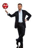 Um homem de negócio que joga a esfera de futebol de mnanipulação Imagens de Stock