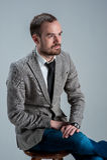 um homem de negócio que senta-se de pernas cruzadas Imagem de Stock