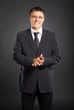 Um homem de negócios novo e considerável na roupa formal Fotos de Stock